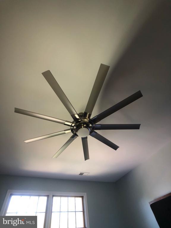 Contemporary Fan in Master Bedroom - 6061 ESTATES DR, ALEXANDRIA