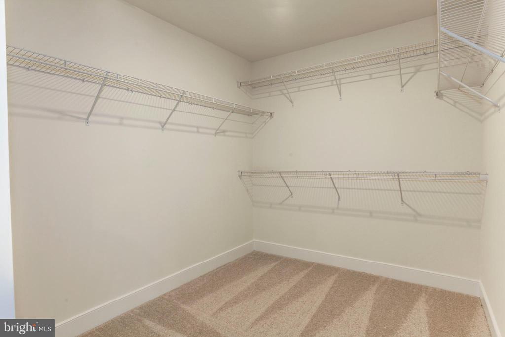 Walk-in Closet - 2345 MEADOWLARK GLEN RD, DUMFRIES