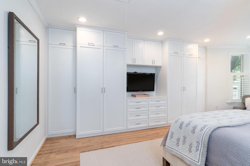 Master Bedroom / Custom Built Closet and Storage - 1839 9TH ST NW, WASHINGTON