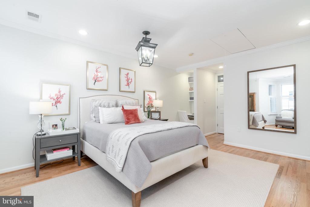 Spacious Master Bedroom - 1839 9TH ST NW, WASHINGTON