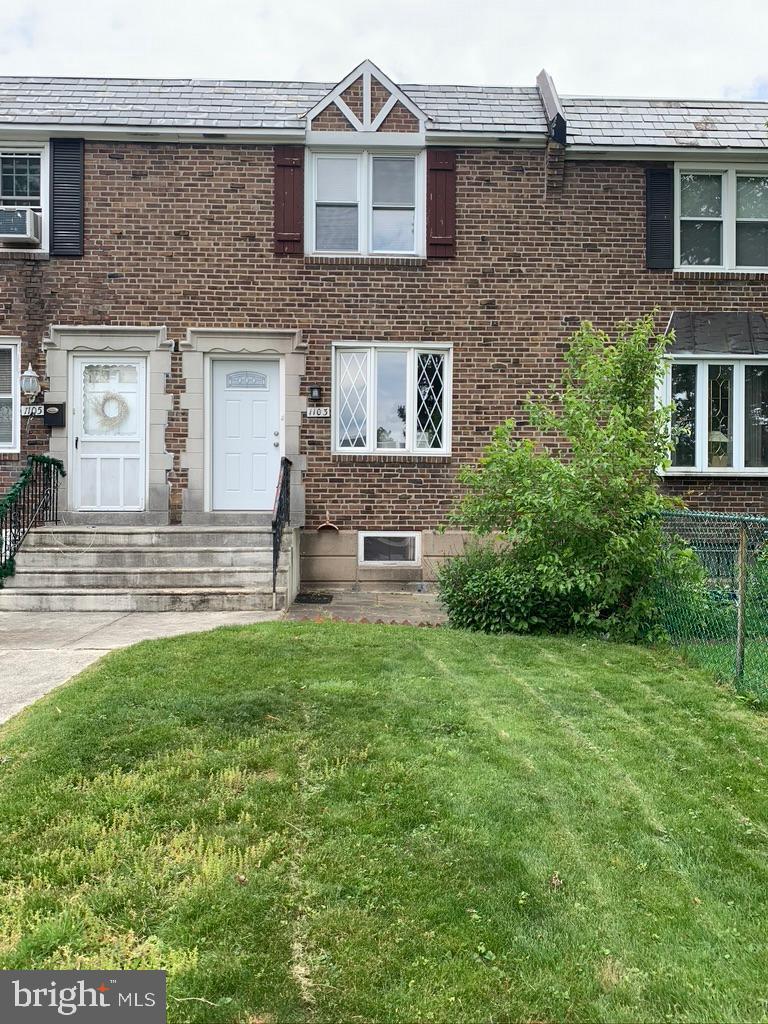 Single Family Homes pour l Vente à Collingdale, Pennsylvanie 19023 États-Unis