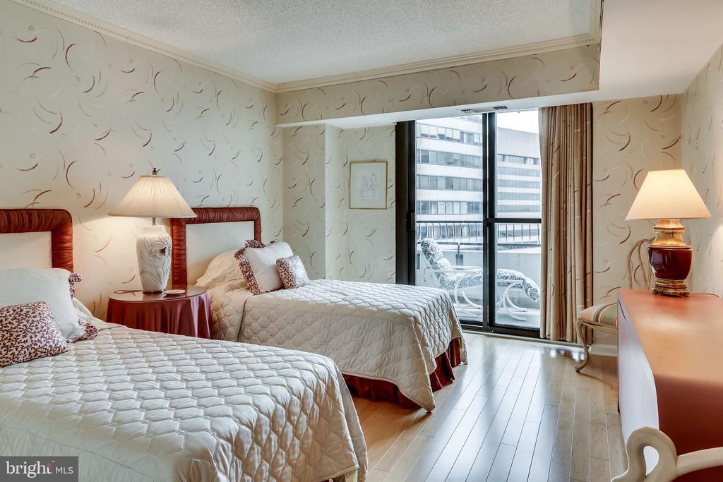 2nd bedroom - 1300 CRYSTAL DR #1306S, ARLINGTON