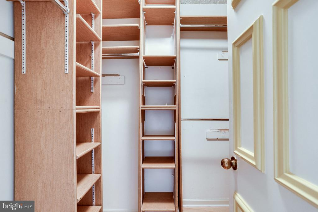 Master closet - 1300 CRYSTAL DR #1306S, ARLINGTON