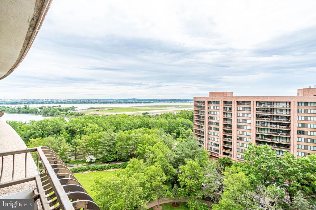 Views from front balcony - 1300 CRYSTAL DR #1306S, ARLINGTON
