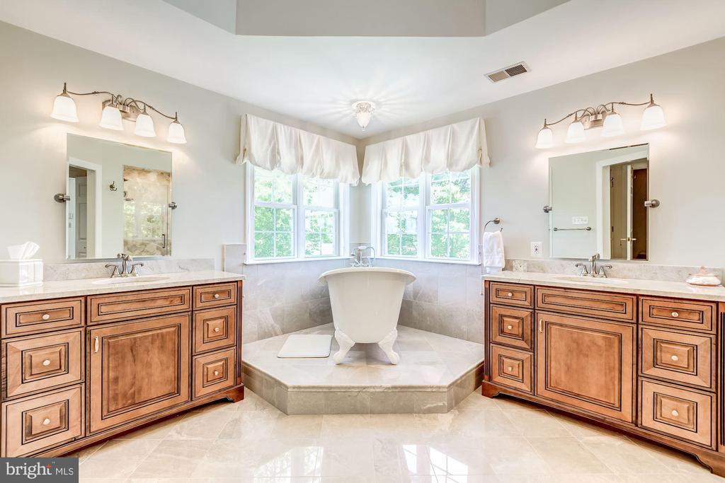 Magazine Caliber Master Bathroom - 37986 KITE LN, LOVETTSVILLE