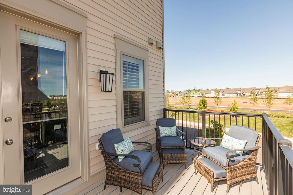 Private deck off of kitchen/great room - 42890 SANDY QUAIL TER, ASHBURN