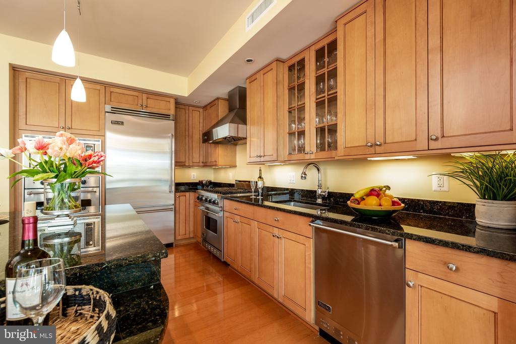 Cabinets and drawers galore - 7710 WOODMONT AVE #802, BETHESDA
