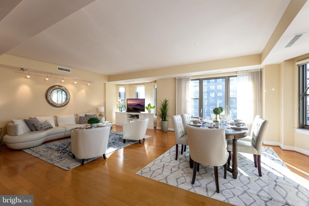 Combo living and dining area - 7710 WOODMONT AVE #802, BETHESDA