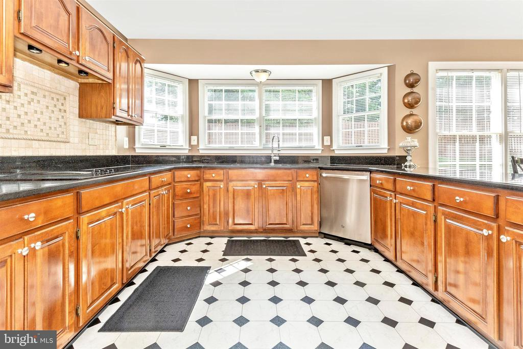 Tons of cabinets..... - 1014 MERCER PL, FREDERICK