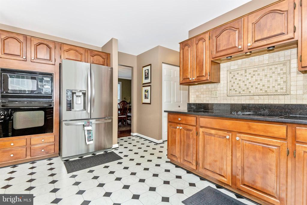 Around the corner - washer/dryer, .5 bath - 1014 MERCER PL, FREDERICK