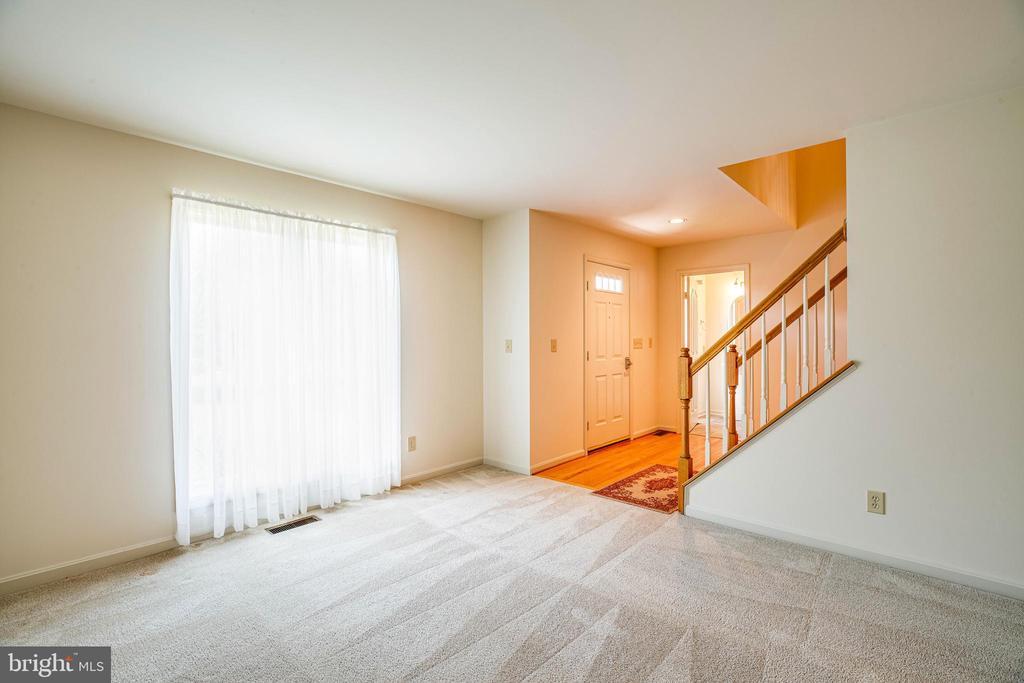 Living Room showing the entrace - 208 OLD LANDING CT, FREDERICKSBURG