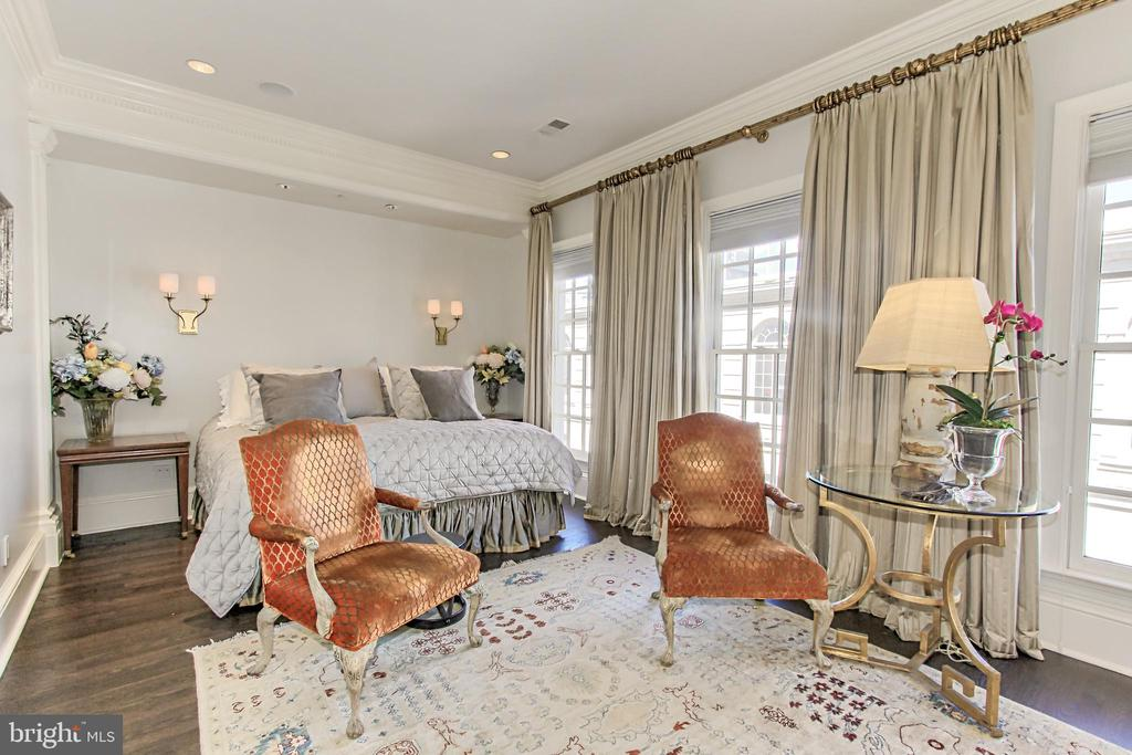 Luxurious Owner~s Suite - 1303 14TH ST N, ARLINGTON