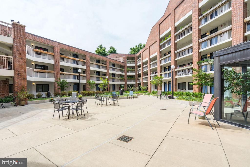 Another Courtyard View. - 1951 SAGEWOOD LN #315, RESTON