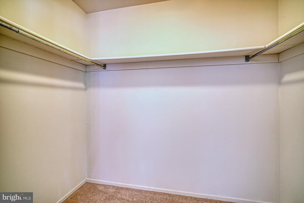 Oversized walk in closet BR3 - 9104 CRICKLEWOOD CT, VIENNA