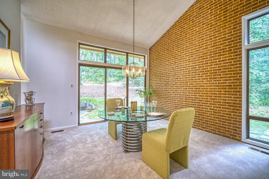Dramatic brick wall in dining room - 9104 CRICKLEWOOD CT, VIENNA
