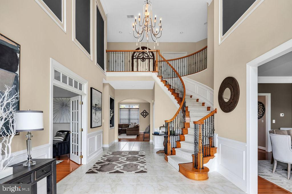 Two story Entry Foyer - 19544 ROYAL AUTUMN LN, LEESBURG