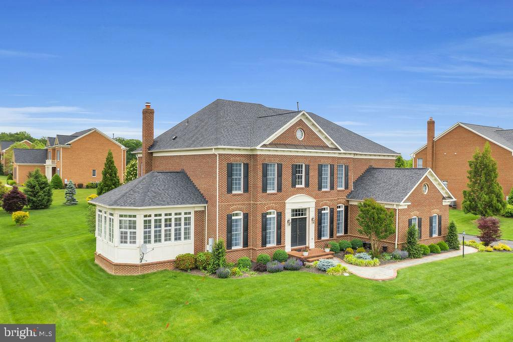 Welcome home! - 19544 ROYAL AUTUMN LN, LEESBURG