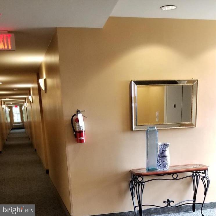 Foyer on the 6th floor - 301 S REYNOLDS ST #601, ALEXANDRIA