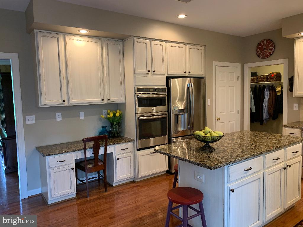 Kitchen with Stainless Steel Appliances - 5626 BROADMOOR TER N, IJAMSVILLE
