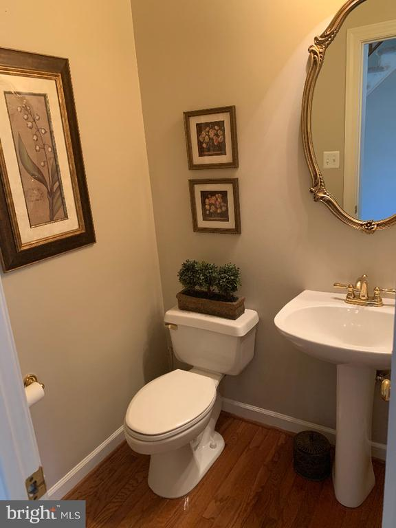 Main Level Powder Room - 5626 BROADMOOR TER N, IJAMSVILLE