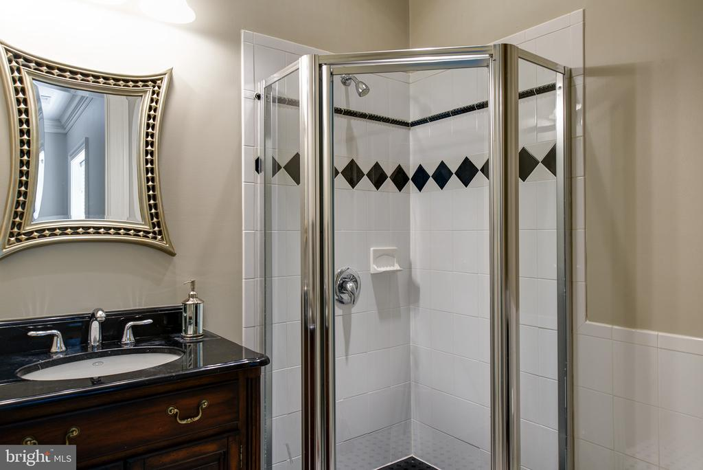All the bedrooms have their own bathrooms - 41430 FOX CREEK LN, LEESBURG