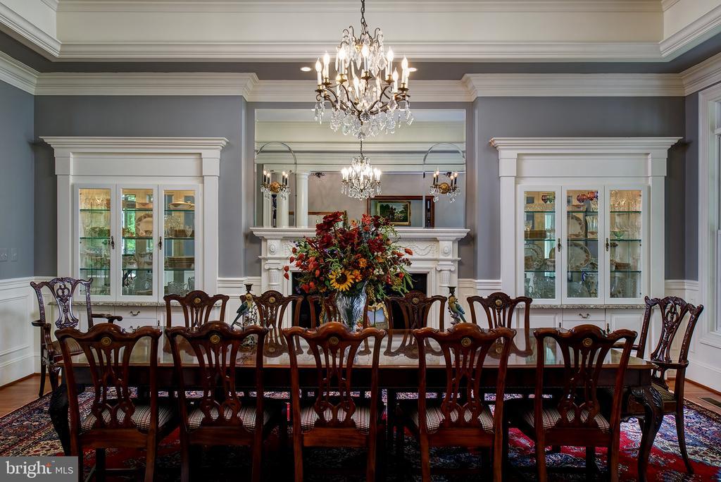 Elegant formal dining with fireplace & custom cabs - 41430 FOX CREEK LN, LEESBURG