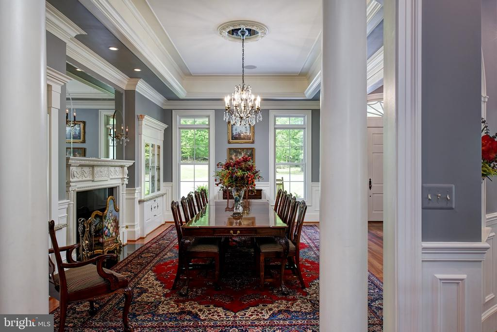Formal dining and seating for 12 - 41430 FOX CREEK LN, LEESBURG