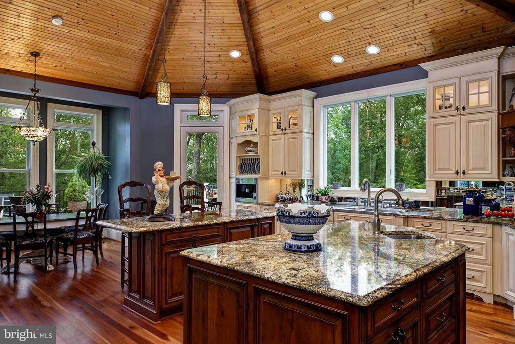 Beautiful wood ceilings & luxury cabinetry - 41430 FOX CREEK LN, LEESBURG