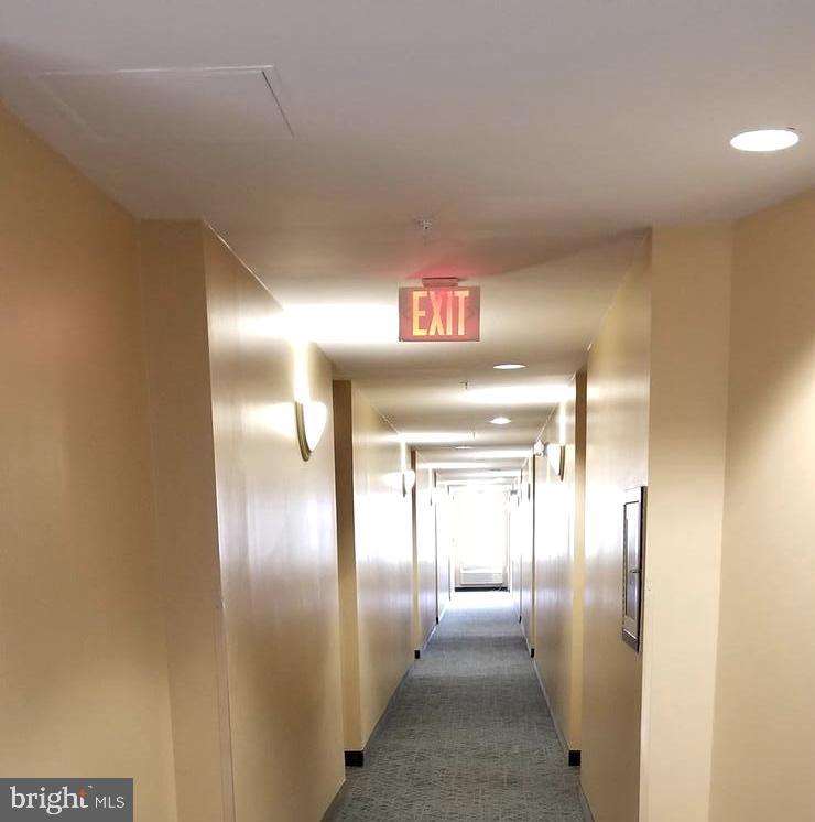 Light and bright 6 floor hallway - 301 S REYNOLDS ST #601, ALEXANDRIA