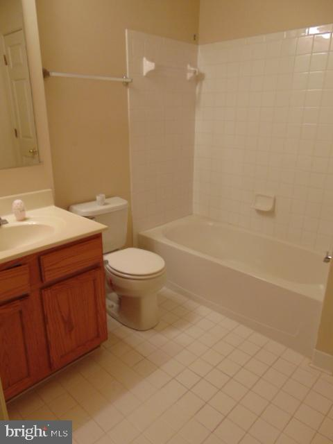 Full bath in lower level - 12027 PANTHERS RIDGE DR, GERMANTOWN