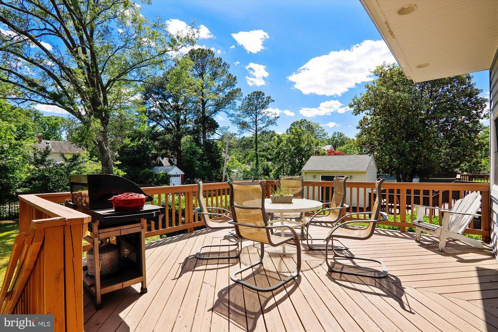 Backyard deck - 4707 FORDHAM RD, COLLEGE PARK