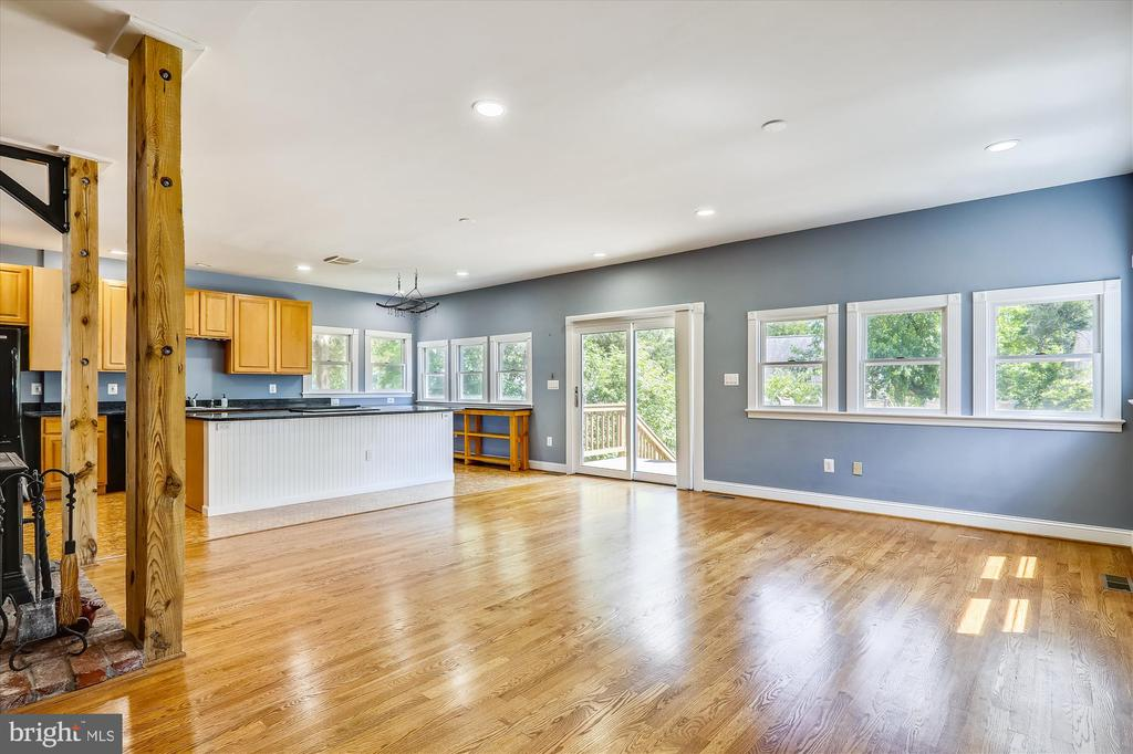 Family room/Living room - 4707 FORDHAM RD, COLLEGE PARK