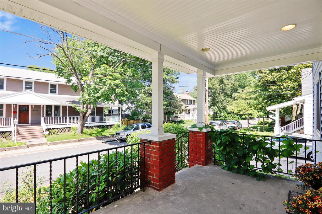 Front porch - 4707 FORDHAM RD, COLLEGE PARK