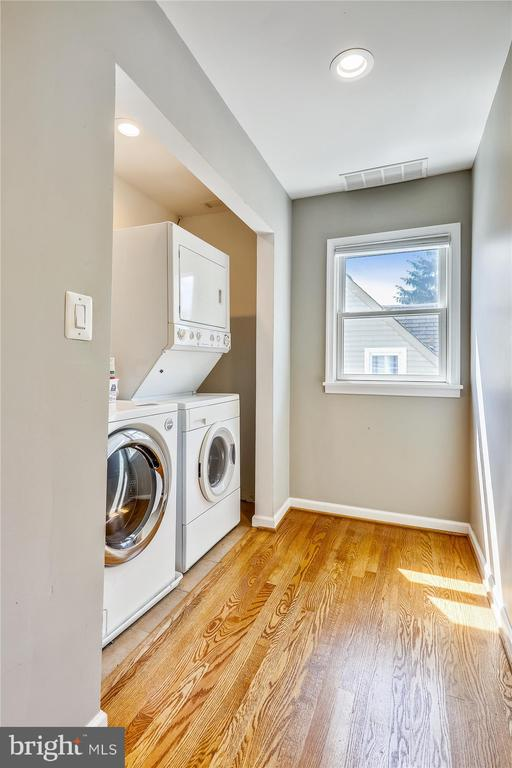 Upper level Washer/Dryer - 4707 FORDHAM RD, COLLEGE PARK