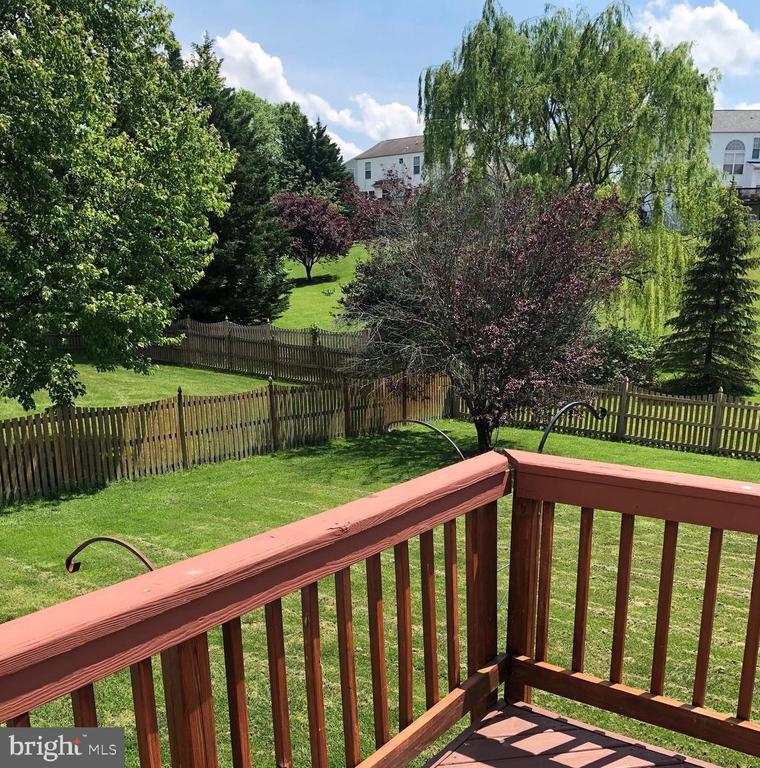 Beautiful yard - 4830 OLD HOLTER RD, JEFFERSON