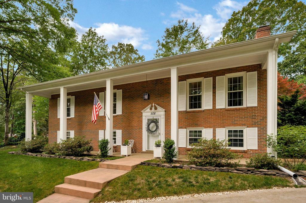 A perfect place to call home! - 508 GLENEAGLE DR, FREDERICKSBURG