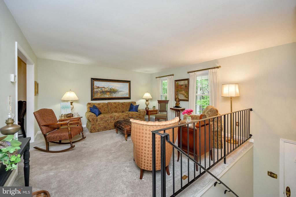 Upper level living room, new carpet - 508 GLENEAGLE DR, FREDERICKSBURG