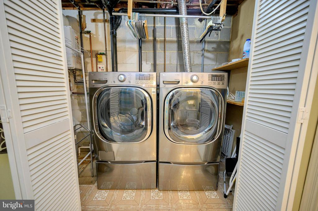 High end LG washer and dryer convey with purchase - 508 GLENEAGLE DR, FREDERICKSBURG