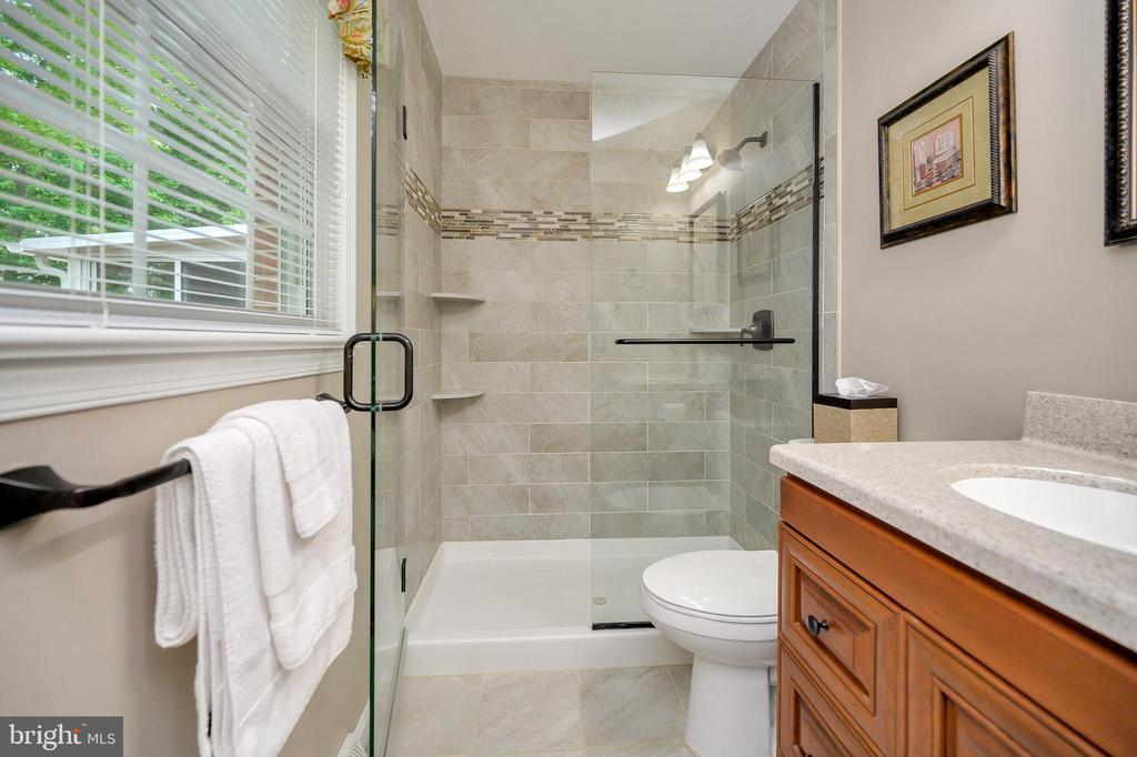 Top of the line bathroom remodeled in master bath - 508 GLENEAGLE DR, FREDERICKSBURG