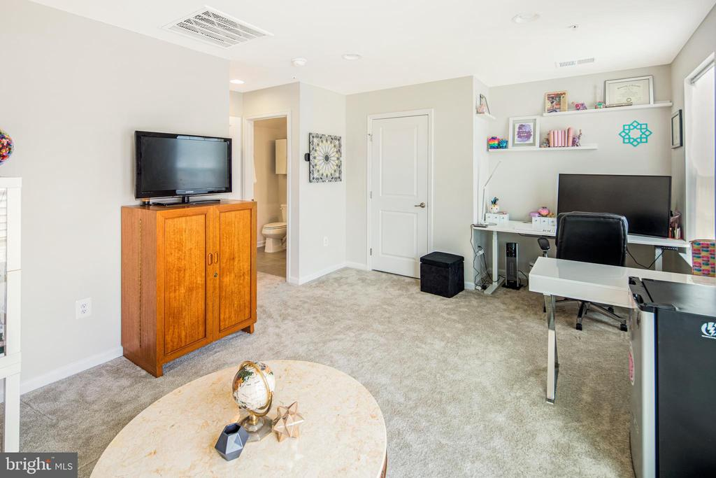 Perfect for office or guests!! - 8206 MINER ST, GREENBELT