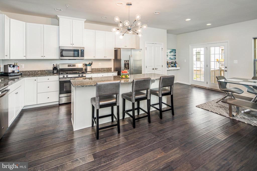 Stainless steel appliances & granite counter tops - 8206 MINER ST, GREENBELT