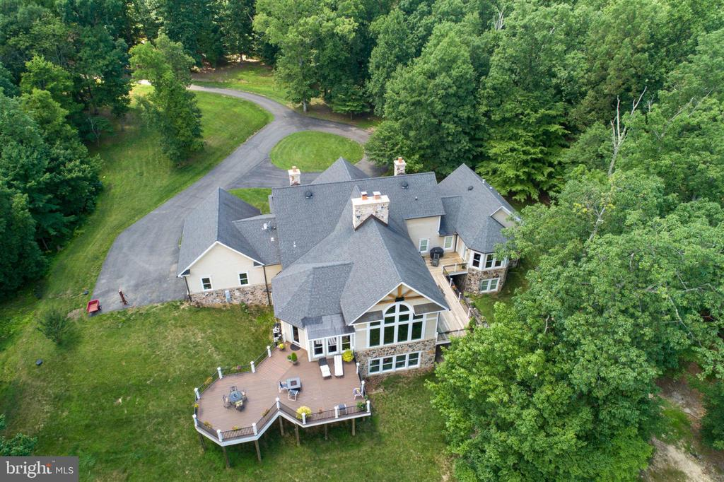 Tucked back away from the road - 41430 FOX CREEK LN, LEESBURG