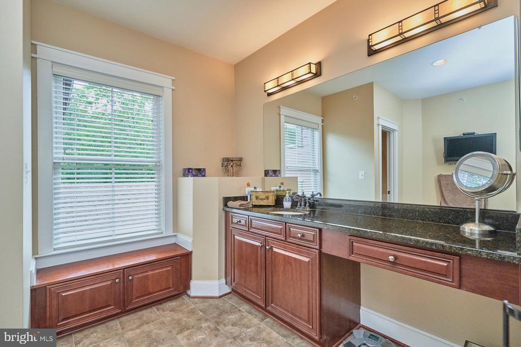 Owners Bath faces the Rear for ultimate privacy - 14428 EAGLE ISLAND CT, GAINESVILLE