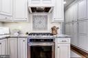 Custom 5 burner gas range and oven - 11016 DORSCH FARM RD, ELLICOTT CITY