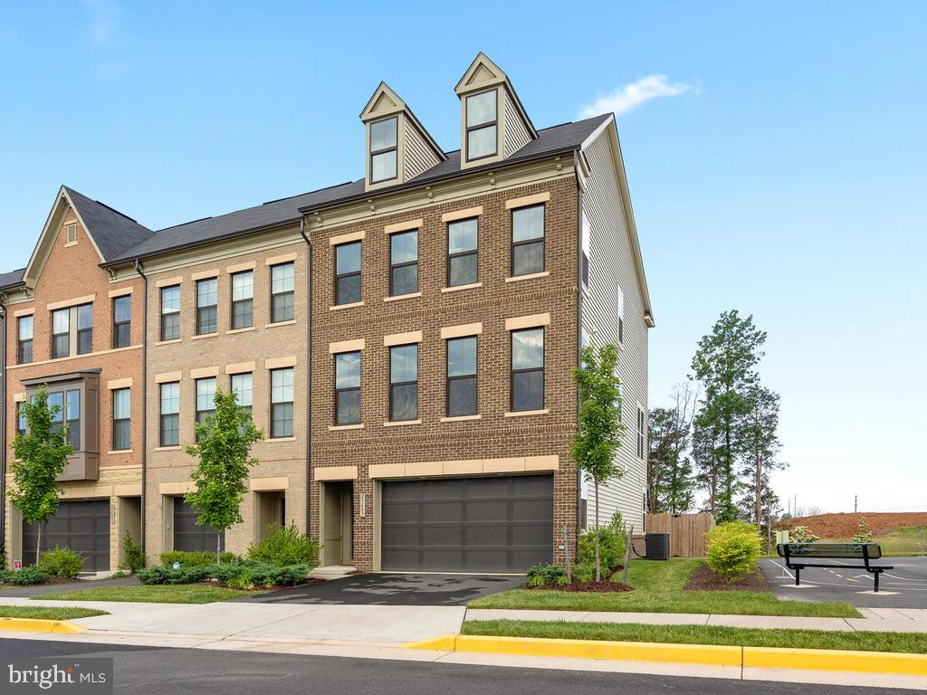 Wonderful End Unit with all the Bells and Whistles - 23687 TURTLE POINT TER, ASHBURN