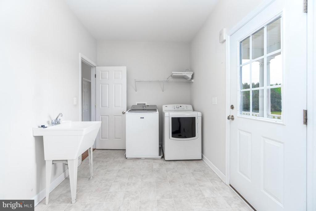 Laundry room on the main level - 160 WILLOWDALE LN, FREDERICKSBURG