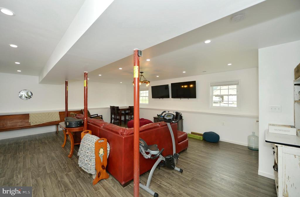 Beautifully finished recreation room - 540 SPYGLASS, MARTINSBURG