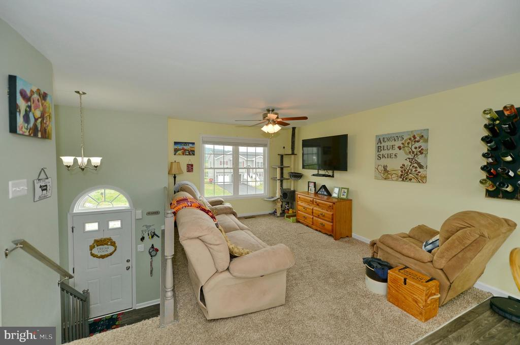 Living and foyer view - 540 SPYGLASS, MARTINSBURG