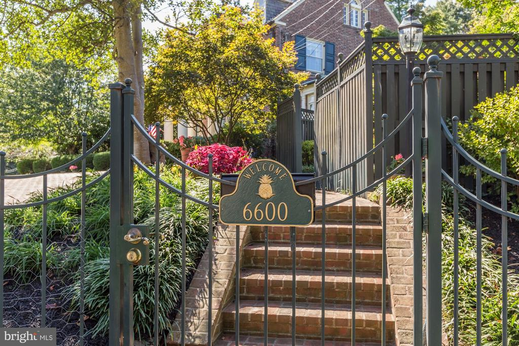 Gated Entrance - 6600 KENNEDY DR, CHEVY CHASE