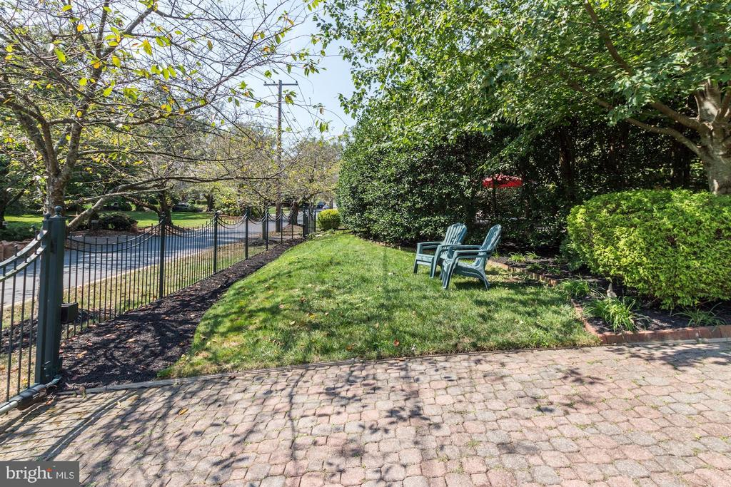 Gated Property - 6600 KENNEDY DR, CHEVY CHASE